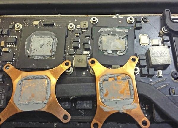 Фотография высохшей термопасты на процессорах