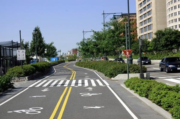 Режим просмотра улиц позволяет воочию насладиться видом родных мест