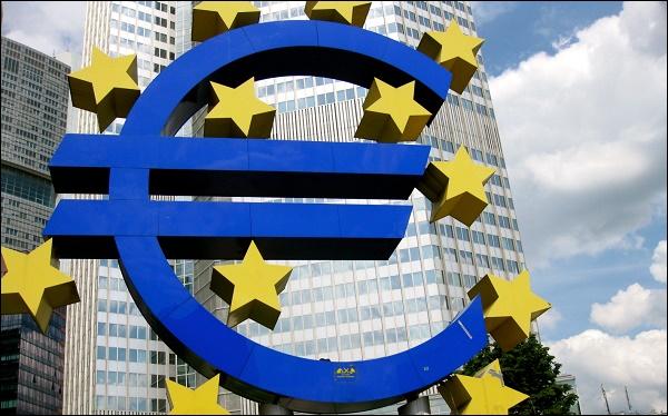 Скульптура Евро во Франкфурте