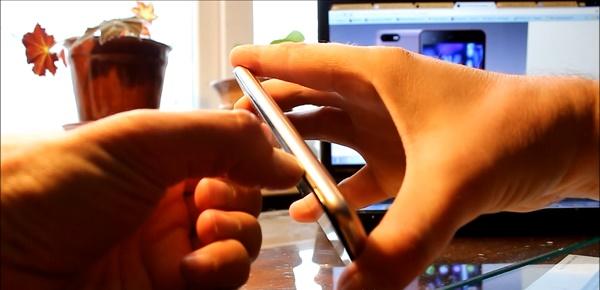 Проведите ногтём по периметру