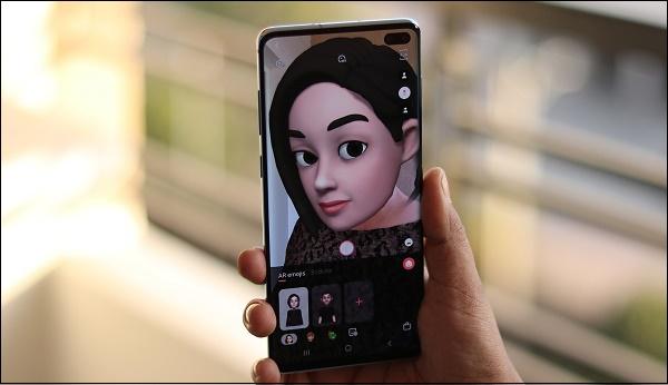 Эмодзи на экране телефона