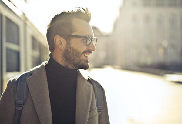 Фотография мужчины в пальто