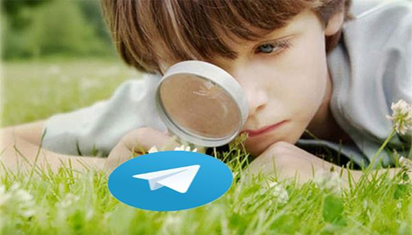 Логотип Телеграмм через лупу