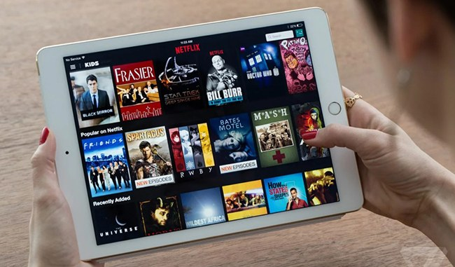 Кинотеатр Нетфликс на планшете